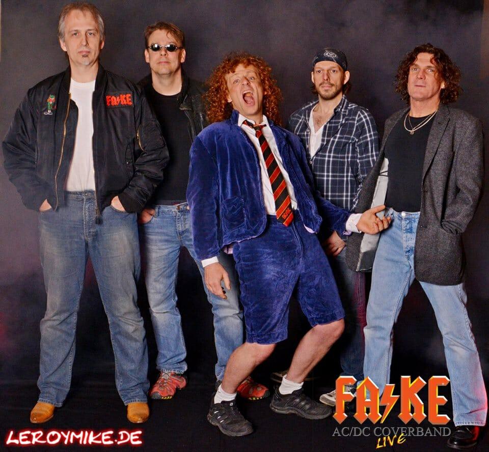 Fotoshooting mit FA/KE AC/DC - Coverband Nachbildung eines AC/DC Schallplatten Cover