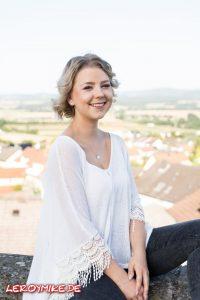 Leroymike-Moderatorin-Michelle-Kedmenec-11-08-2017-00003-200x300