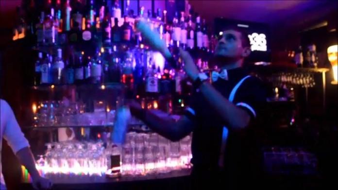 Pride36 3 Birthday Party Bar Royal Fulda Eugen beim jonglieren