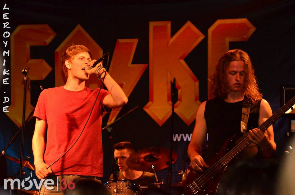 ACDC Party mit FAKE Support The Hailstones